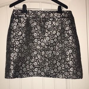 Skirt WITH pockets!!